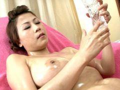 Big breasted Japan minx Yuki Aida oiling her hot body for you