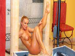 Exclusive Silvia! She Shows Her Hot & Wet Body All On Cam!